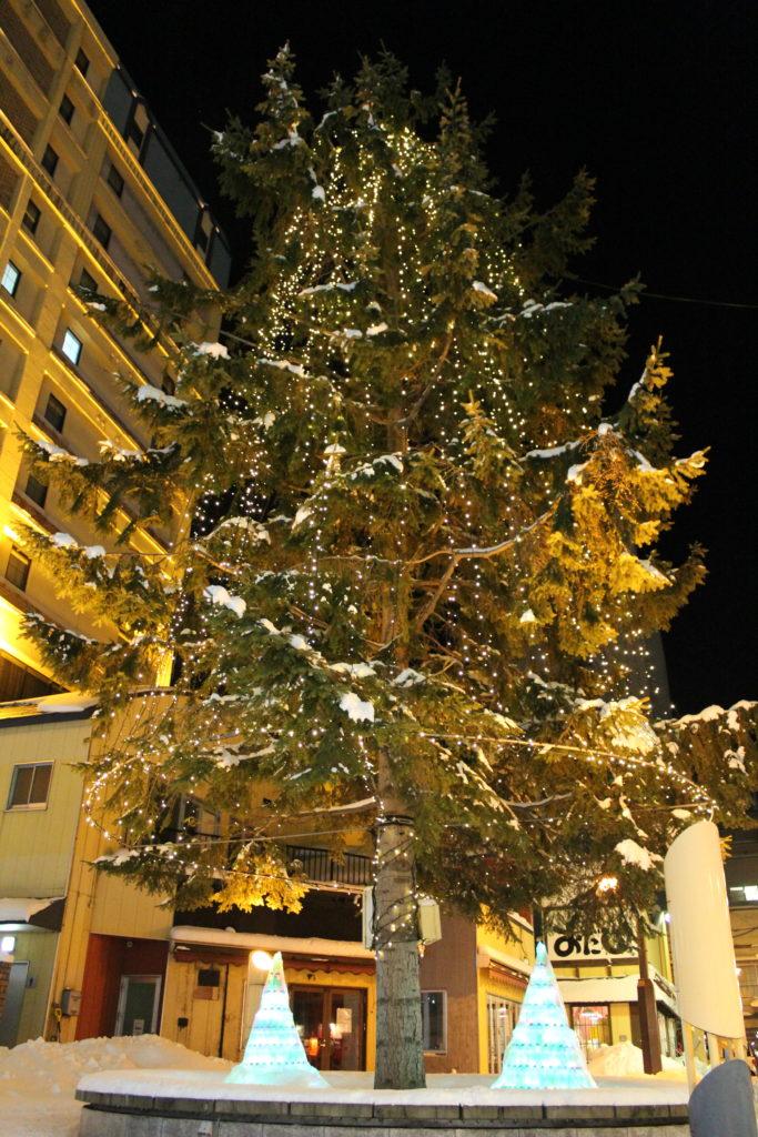 パサージュ広場のツリー